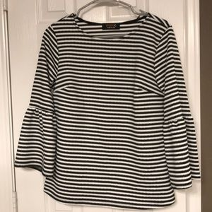 Bell sleeve boutique top